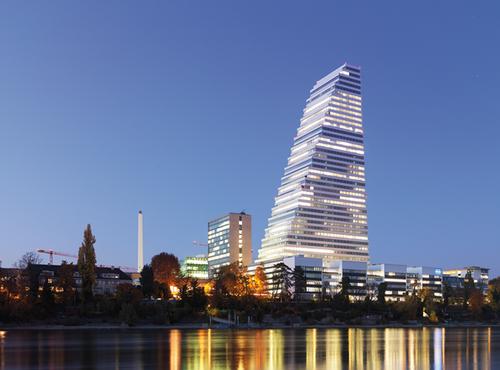 Im höchsten Gebäude der Schweiz arbeiten 2.000 Mitarbeiter.
