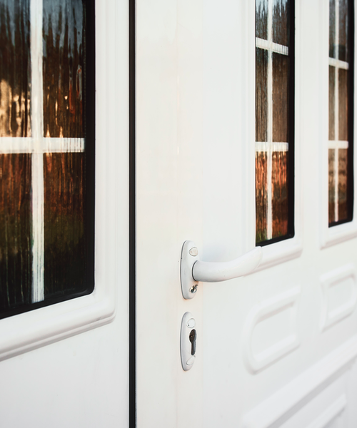 Haustüren aus Kunststoff kleben